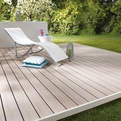Lame de terrasse Emotion - Lapeyre Les lames de terrasse Emotion, en bois composite lisse, sont esthétiques et naturelles. Authentiques, leu...