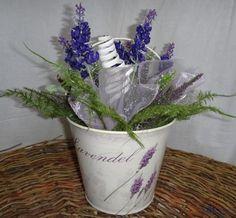 Letní dekorace plechový levandulový kbelík s aranžmá zeleně, levandule a vřesu - Umělé květiny, vánoční ozdoby, dekorace, svíčky
