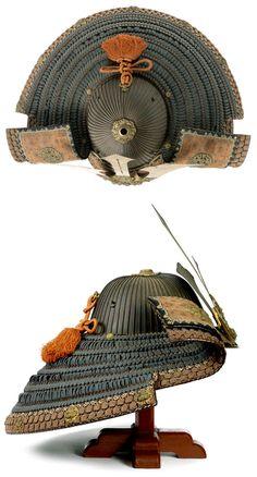 Late Edo Gusoku and sixty-two-plate iron suji bachi kabuto. Samurai Weapons, Samurai Helmet, Samurai Warrior, Edo Period Japan, Costume Armour, Samurai Artwork, Elmo, Japan Outfit, Japanese Warrior