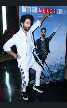 Shahid kapoor ( 11.8.18 Mira Rajput, Shahid Kapoor, Bollywood, Actors, Fashion Trends, Fictional Characters, Dressing, Style, Indian