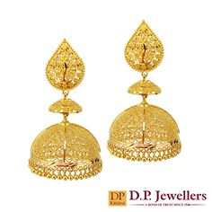 Finely designed flames with royal tombs of gold, to honor the hidden princess in you! Gold Bridal Earrings, Gold Wedding Jewelry, Gold Jewelry, Jewelery, India Jewelry, Gold Necklace, Jewelry Design Earrings, Gold Earrings Designs, Designer Earrings