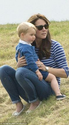 Didn't think the Cambridge family could get any cuter? Then take a look at these pictures of Kate Middleton, Wills, Prince George and Princess Charlotte. Baby Prince, Young Prince, Prince And Princess, Princesa Charlotte, William Y Kate, Prince William And Catherine, Prince Charles, Lady Diana, Princesse Kate Middleton