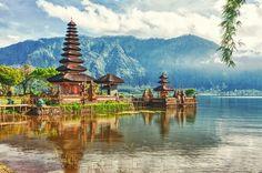 Ulun Danu Bratan Temple (#Bali) is a major Shaivite water temple in Bali, Indonesia.