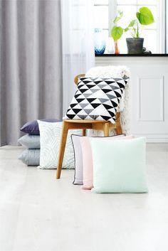 Pernele decorative SKOGFIOL in culori pastel dau o notă de eleganță casei tale. | JYSK