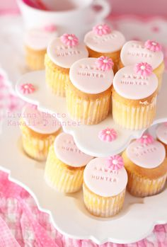 baby shower with name on cupcake