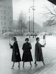 F.C. Gundlach. 'Rainweather, party sunshiny. Three poplin coats by Staebe-Seger' Berlin 1955
