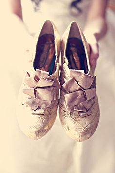 Google Image Result for http://inspiringpretty.com/wp-content/uploads/2012/06/vintage-wedding-shoes.jpg