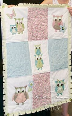owl quilt, I have to show this to Cindy!- use as inspiration - enlarge pattern on fabric to make a big block, use pattern (birds) in quilting Owl Quilts, Girls Quilts, Applique Quilts, Owl Applique, Quilting Projects, Quilting Designs, Sewing Projects, Rag Quilt, Quilt Blocks