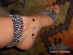 -> Sapatilha para dança produzida com elástico, lantejoulas e misangas. Bordada a mão.             4 peças (2 tornozeleiras e 2 de peito do pé)             Pronta entrega.             Preço promocional R$15,00