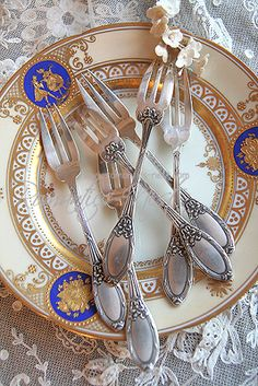 elegant china and silverware. china features cobalt blue and gold. great for today's color palettes. Romantic Cottage, Cottage Chic, Vintage Shabby Chic, Vintage Beauty, Shabby Chic Boutique, Some Enchanted Evening, How To Be A Happy Person, Elegant Dining, China Patterns