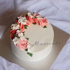 Writing is good, thinking is better. Cleverness is good, patience is better. -size:18 -price:160k ——————————— ☎️ hotline: 0972463780 #moricake#tiembanh#foodyhanoi#lozihanoi#handmade#delicious#birthdaycake#banhsinhnhat#flowercake#2016bestnine#vanilla#instafood#instadaily#