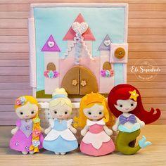 Book Quilt, Quilts, Disney, Christmas Door, Christmas Home, Felt Toys, Felt Dolls, Gifts For Boys, Educational Toys