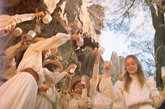 Australia's Foxtel has greenlit a drama series based on the novel by Joan Lindsay Picnic At Hanging Rock which Peter Weir turned into a classic 1975 film. Rock Costume, Dramas, Books To Read Before You Die, Picnic At Hanging Rock, Film Inspiration, Princess Aesthetic, Star Wars, Vivien Leigh, Film Stills