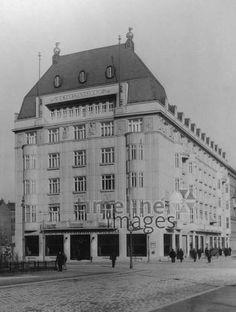 Eisenbahnerheim in Wien, 1913 Timeline Classics/Timeline Images #1910s #1910er #Vienna #Austria #Österreich #Fassade #Architektur #Gewerkschaft #Haus #Kongresszentrum