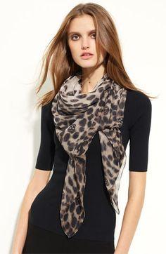 mcqueen leopard skull scarf I couldn't buy this even off :( Chiffon Scarf, Silk Chiffon, Pretty Outfits, Fall Outfits, Pretty Clothes, Skull Scarf, Leopard Scarf, Womens Scarves, Alexander Mcqueen Scarf