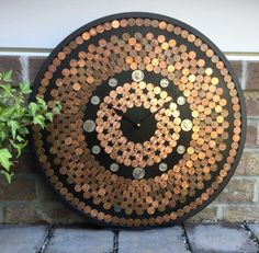 Wood Shop Projects, Diy Art Projects, Penny Decor, Coin Crafts, Penny Table, Rustic Wall Clocks, 7th Anniversary Gifts, Coin Art, Cool Clocks