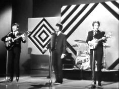 "The Hollies - ""Look Through Any Window"" .. LIVE on Sunday Night At The London Palladium on 03/10/1965"