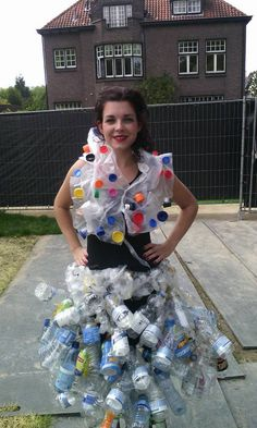 mode van afval ; Anouska Recycled Costumes, Recycled Dress, Fashion D, Weird Fashion, Trash Bag Dress, Cloud Costume, Fancy Dress Costumes Kids, Fancy Dress Competition, Crazy Dresses