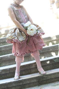 Marie Antoinette inspired dress... OMG!!!