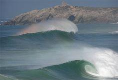 Quiberon, se baigner dans les vagues géantes.