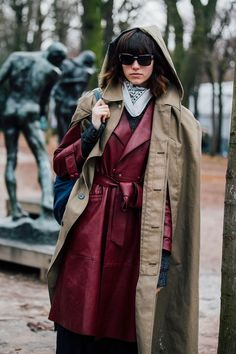 As the fashion pack arrives in the french capital for Paris Fashion Week, see the best street style looks and trends from the streets outside the shows. Fashion 2017, Star Fashion, Paris Fashion, Street Style 2017, Model Street Style, Street Styles, Paris Outfits, Coats For Women, How To Wear