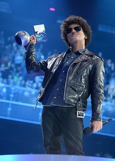 Bruno Mars accepts the Best Song award onstage during the MTV EMA's 2013 Bruno Mars Awards, Bruno Mars News, Bruno Mars Style, Grown Man, Best Songs, Man Crush, Mtv, Movie Stars, The Man
