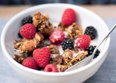 I'm really not a fan of cereal, but for those of you that like to start your day with a little bit of crunch, this is for you. Full of healthy fats and rich in nutrients… Gf Recipes, Snack Recipes, Healthy Recipes, Snacks, Healthy Breakfasts, Alkaline Breakfast, Slimming World Recipes Syn Free, Ginger Smoothie, Spiced Apples