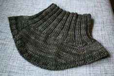 Ravelry is a community site, an organizational tool, and a yarn & pattern database for knitters and crocheters. Loom Knit Hat, Knit Cowl, Loom Knitting, Baby Knitting, Knitted Hats, Knitting Patterns, Sewing Patterns, Knitted Scarves, Free Crochet