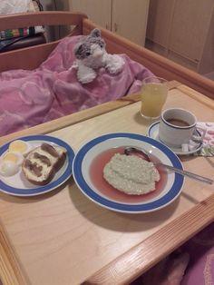 Aamiainen vuoteeseen