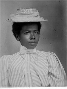 Name unknown. Hugh Mangum Photographs Rare Book, Manuscript, and Special Collections Library, Duke University(circa Doesn't she look like Kelis? Vintage Abbildungen, Vintage Black Glamour, Mode Vintage, Fashion Vintage, Vintage Dresses, African American Fashion, African American History, Native American, American Photo