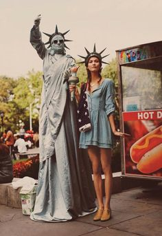 NYC Girl – Karlie Kloss shows off NYC rush hour ready looks for the January catalogue from Free People. In front of Guy Aroch's lens, Karlie hits the urban… Karlie Kloss, Make Carnaval, Guy Aroch, Hallowen Costume, Costume Ideas, Guy Fawkes, Mode Editorials, Halloween Disfraces, Moda Fashion
