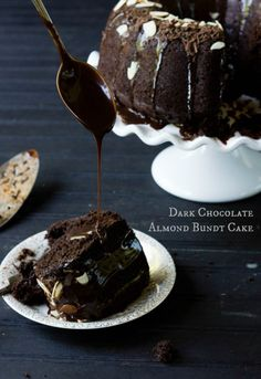 Dark Chocolate Almond Bundt Cake 6 Título