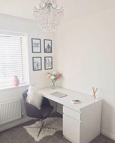 home office ideas cream burgundy Cozy Home Office, Home Office Space, Home Office Design, Home Office Decor, Office Ideas, Room Design Bedroom, Room Ideas Bedroom, Small Room Bedroom, Home Decor Bedroom
