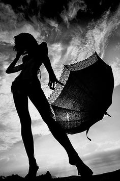 Previous Pinner: fantastic black, white and gray toned image! The silhouette is banging! lol