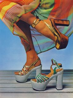 Platform shoes 1973 god how did we wear them Seventies Fashion, 60s And 70s Fashion, Look Fashion, Retro Fashion, Fashion Shoes, Vintage Fashion, 70s Shoes, Shoes Ads, Mode Shoes