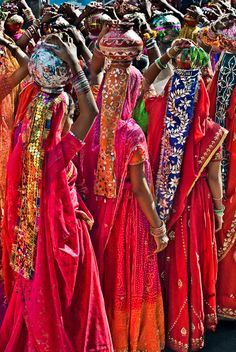 "Parade"" by Glen Allison: Rajasthani women on parade during the Pushkar Camel Fair in the state of Rajasthan, India.""Fashion Parade"" by Glen Allison: Rajasthani women on parade during the Pushkar Camel Fair in the state of Rajasthan, India. We Are The World, People Of The World, Beautiful World, Beautiful People, Beautiful Pictures, Paisley, World Of Color, Bollywood Stars, World Cultures"