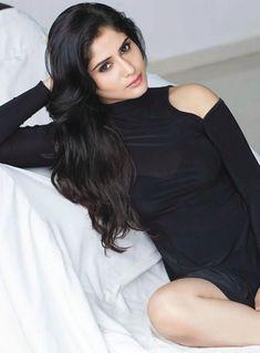 Aarti Singh I will wear bikini for Karan Johar and not Rajan Shahi Krishna Abhishek, Aarti Singh, Arjun Bijlani, Karan Johar, Tv Actors, Celebs, Celebrities, Bridal Makeup, Bollywood