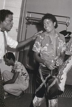 Michael Jackson - HQ Scan - Triumph Tour Backstage - michael-jackson Photo