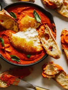 A recipe for Fried Burrata over Romesco Sauce. A recipe for Fried Burrata over Romesco Sauce. Love Food, A Food, Food And Drink, Vegetarian Recipes, Cooking Recipes, Healthy Recipes, Fingers Food, Plats Healthy, Gula