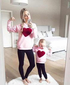 25 Lovely Mommy And Daughter Outfits Mother Daughter Pictures, Mother Daughter Matching Outfits, Mother Daughter Fashion, Mommy And Me Outfits, Mom Daughter, Kids Outfits, Fashion Mode, Kids Fashion, Moda Kids