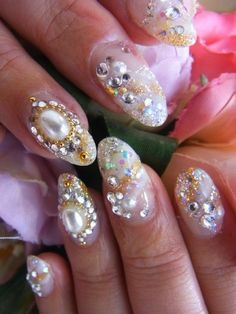 http://static.becomegorgeous.com/img/arts/2012/May/30/7951/glam_glam_nail_art-2.jpg