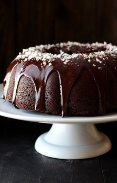 Peppermint Mocha Bundt Cake is the absolute PERFECT holiday cake! It& as easy as it is beautiful and loaded with chocolate, coffee, and peppermint flavors. Chocolate Bundt Cake, Chocolate Topping, Chocolate Coffee, Chocolate Ganache, Peppermint Cake, Peppermint Mocha, Holiday Cakes, Christmas Desserts, Christmas Goodies