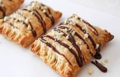 Banana and Nutella Puff Pastry Hand Pies. Flaky and delicious puff pastry filled with banana and nutella. Puff pastry hand pies are quick and easy to make. Nutella Recipes, Banana Recipes, Nutella Puff Pastry, Good Food, Yummy Food, Hand Pies, Mini Foods, Greek Recipes, Sweet Tooth
