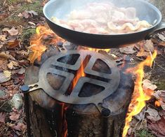 Cook up a feast like the rugged woodsman you are bypreparing it on the Swedish log stove top. The straightforward design allows you to turn a split log into a little portable stove top that you can easily light to cook your meals while in the great outdoors.