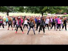 """Queen """"We Will Rock You"""" 