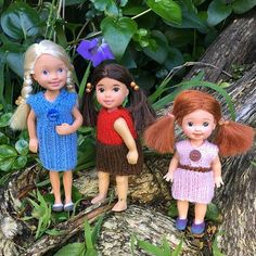 Some little cuties caught playing in the garden! These tiny dolls take just as much effort to restyle - and a very steady hand! My mum has done a wonderful job knitting their teeny tiny clothes too. #treechangedolls #childhood #ooakdolls #dollrepaint