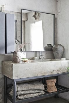 Vintage Home Get this Vintage Industrial decor for your industrial loft - The vintage interior decor never goes out of style. This vintage bathroom decor is such an excellent example if you want your vintage home decor to shine. Concrete Bathroom, Bathroom Countertops, Bathroom Taps, Master Bathroom, Vanity Countertop, Bathroom Black, Small Bathroom, Natural Bathroom, Concrete Basin