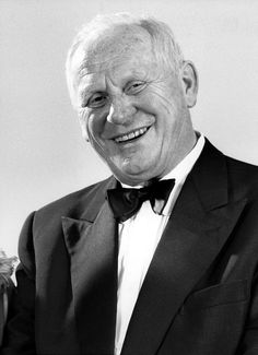 Gert Fröbe (* 25. Februar 1913 in Oberplanitz; † 5. September 1988 in München) war ein deutscher Schauspieler. Fröbe gilt als einer der bedeutendsten deutschen Charakterdarsteller des 20. Jahrhunderts. Er wirkte auch in vielen internationalen Produktionen mit. Berühmtheit erlangte der Schauspieler in der Rolle des Kindermörders in dem Krimiklassiker Es geschah am hellichten Tag von 1958 und als Schurke Auric Goldfinger in dem gleichnamigen James-Bond-Film Goldfinger von 1964.