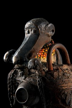 Vodun:African Voodoo is an exhibition of the amazing private collection of Voodoo art collated by African and tribal art expert Jacques Kerchache. African Voodoo, Africa Art, Indigenous Art, Assemblage Art, African Culture, Tribal Art, Dark Art, Metal Working, Religion
