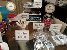 Having a Star Trek party? Make this easy DIY candy bar for your guests! Download printables at www.thesobremesa.com